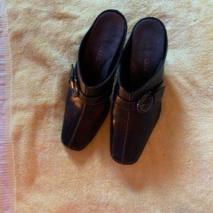 One pair Black heels clogs